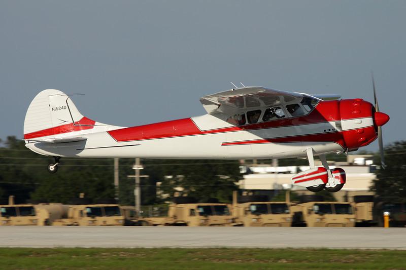 N1524D Cessna 195A c/n 7746 Oshkosh/KOSH/OSH 26-07-10