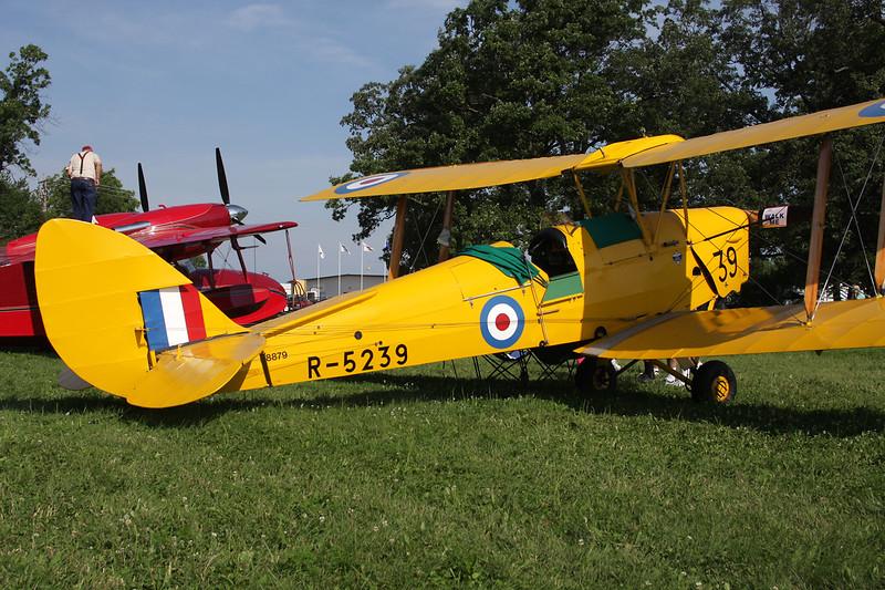 N8879 (R-5239/39) de Havilland DH-82A Tiger Moth c/n 83098 Oshkosh/KOSH/OSH 27-07-10
