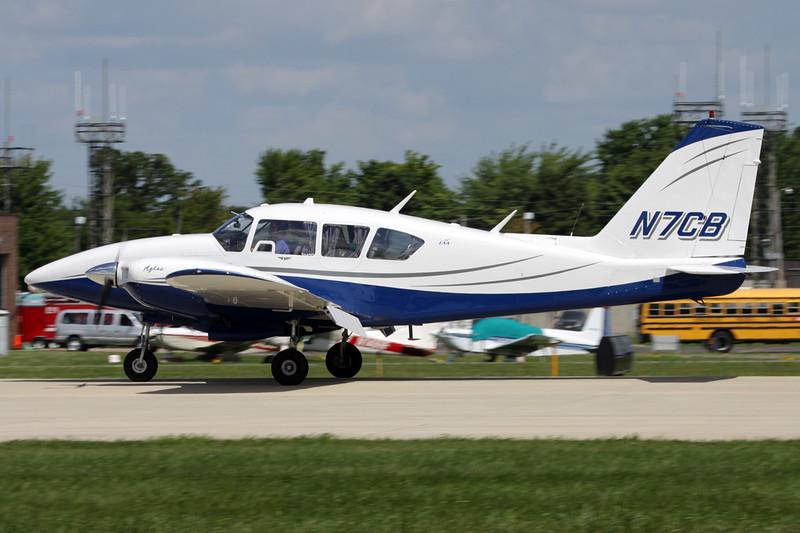 N7CB Piper PA-23-250 Aztec c/n 27-4802 Oshkosh/KOSH/OSH 01-08-13