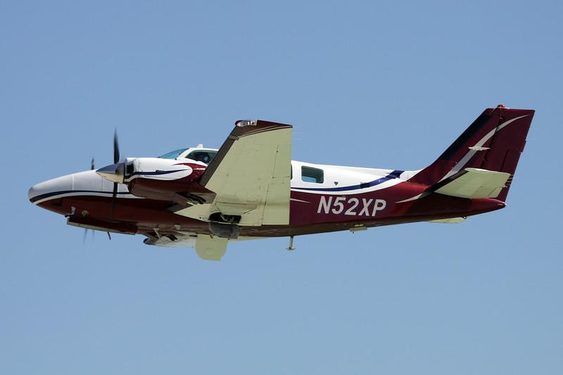 N52XP Beech 58 Baron c/n TH-1729 Oshkosh/KOSH/OSH 01-08-13