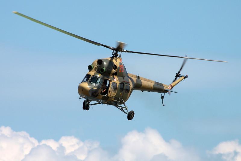 N211PZ (211 red) Mil Mi-2 c/n 515021126 Oshkosh/KOSH/OSH 02-08-13