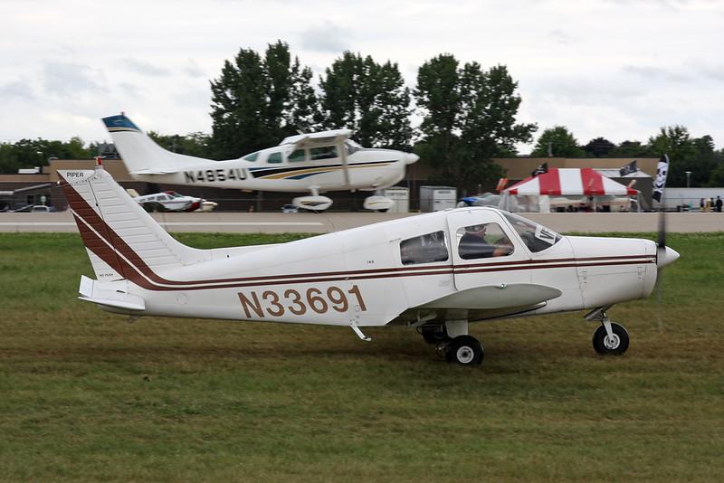 N33691 Piper PA-28-140 Cherokee c/n 28-7525227 Oshkosh/KOSH/OSH 28-07-16