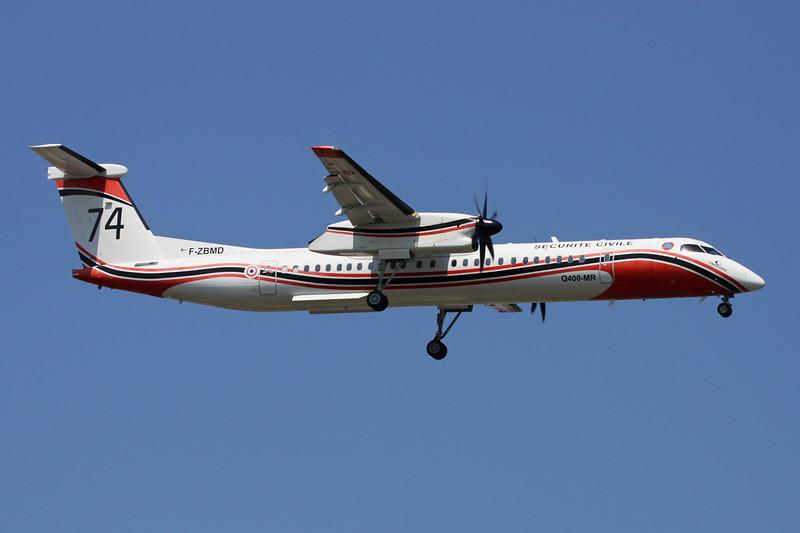 """F-ZBMD (74) de Havilland Canada DHC-8-Q-402MR """"Securite Civile"""" c/n 4043 Paris-Le Bourget/LFPB/LBG 10-06-15"""
