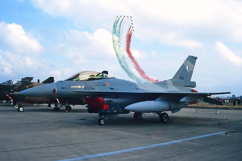 "059 General Dynamics F-16C Fighting Falcon ""Greek Air Force"" c/n TC-15 Pratica di Mare/LIRE 24-05-98 (35mm slide)"