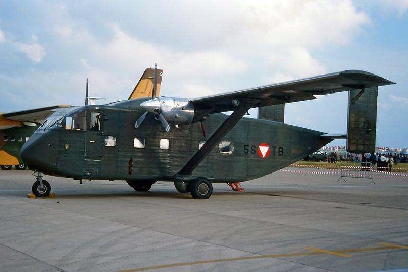 "5S-TB Short SC-7 3M-400 Skyvan ""Austrian Air Force"" c/n SH1860 Pratica di Mare/LIRE 24-05-98 (35mm slide)"