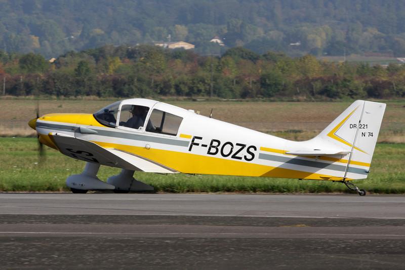F-BOZS Centre-Est DR.221 Dauphin c/n 74 St.Cyr L'Ecole/LFPZ 10-10-10