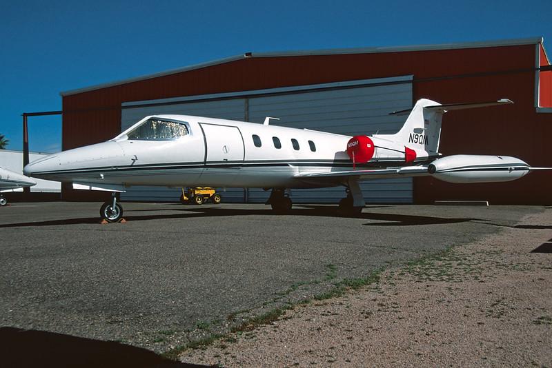 N9QM Learjet 25D c/n 25-286 Mesa-Falcon Field/KFFZ/FFZ 14-03-04 (35mm slide)
