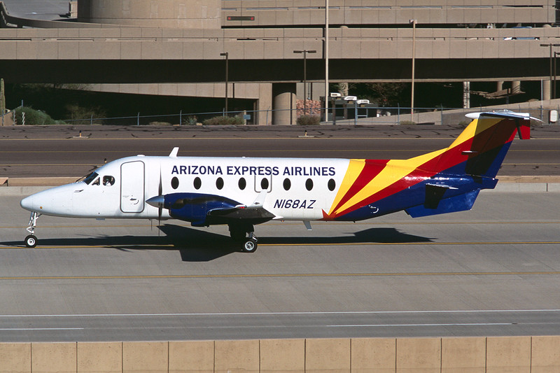 "N168AZ Beech 1900D ""Arizona Express Airlines"" c/n UE-68 Phoenix-Sky Harbor/KPHX/PHX 12-03-04 (35mm slide)"