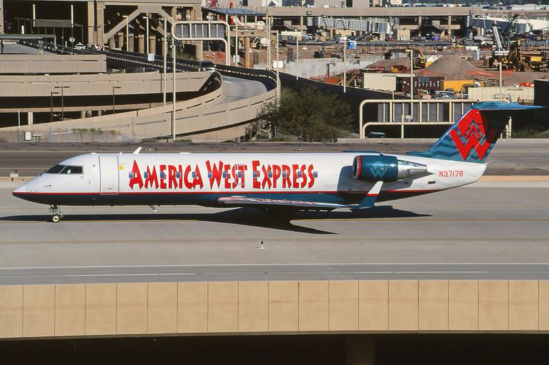 N37178 Canadair Regional-Jet 200LR c/n 7178 Phoenix-Sky Harbor/KPHX/PHX 12-03-04 (35mm slide)