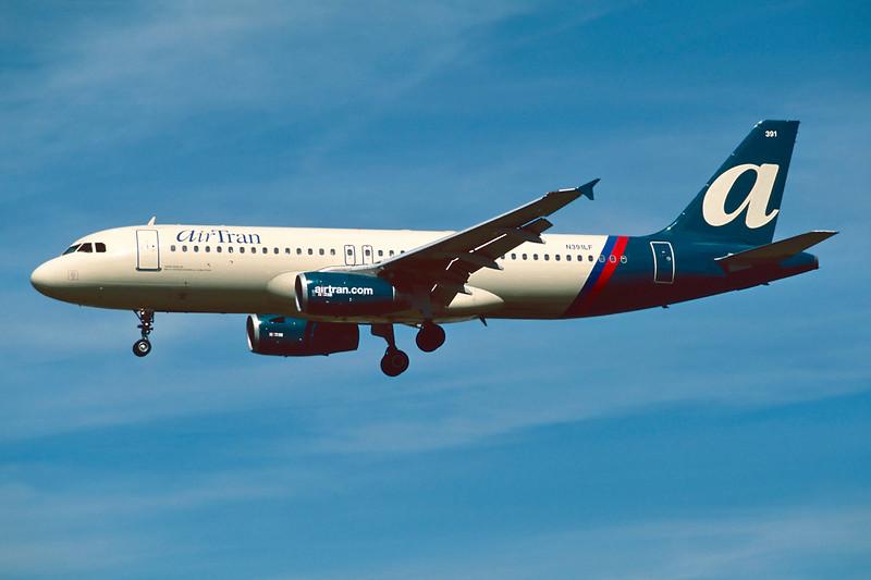 """N391LF Airbus A320-232 """"AirTran Airways"""" c/n 0676 Los Angeles/KLAX/LAX 08-03-04 (35mm slide)"""