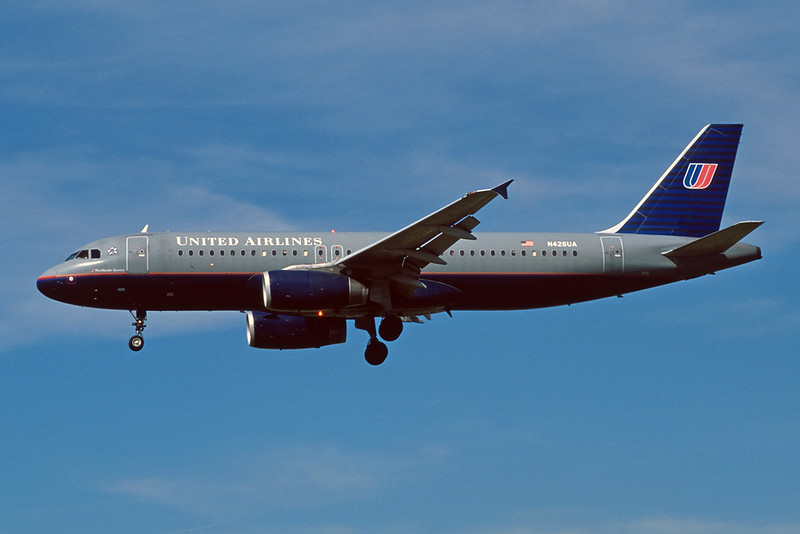 N426UA Airbus A320-232 c/n 0510 Los Angeles/KLAX/LAX 08-03-04 (35mm slide)