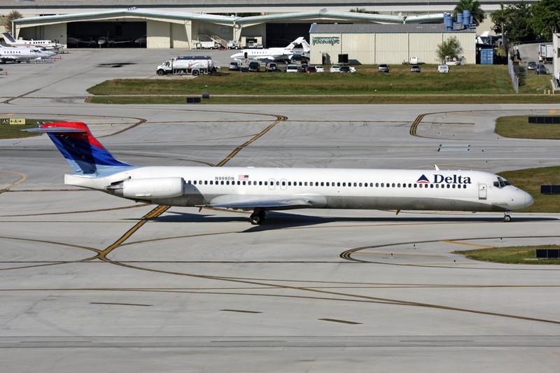N999DN Douglas MD-88 c/n 53371 Fort Lauderdale-International/KFLL/FLL 02-12-08