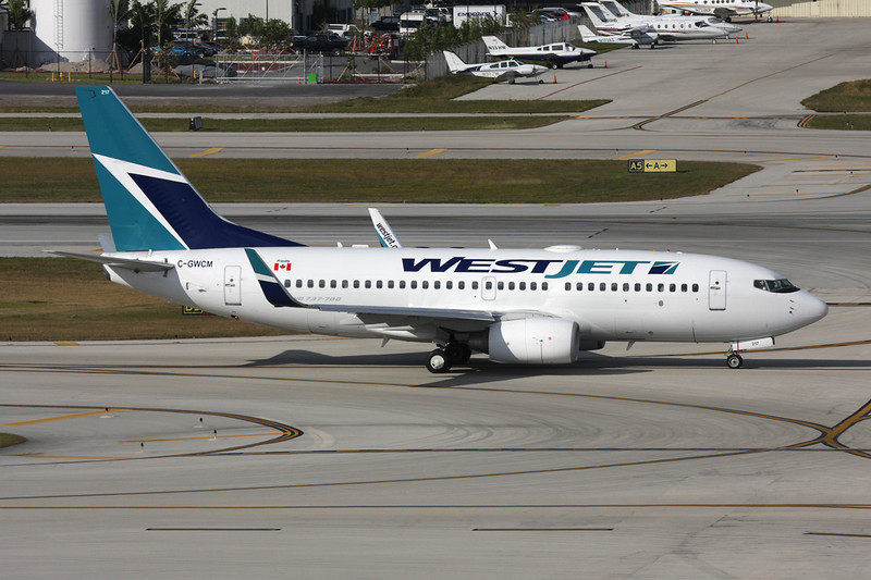"""C-GWCM Boeing 737-7CT """"Westjet"""" c/n 32756 Fort Lauderdale - International/KFLL/FLL 06-12-08"""