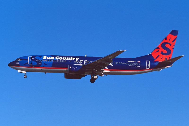 """N805SY Boeing 737-8Q8 """"Sun Country Airlines"""" c/n 30032 Las Vegas/KLAS/LAS 10-03-04 (35mm slide)"""
