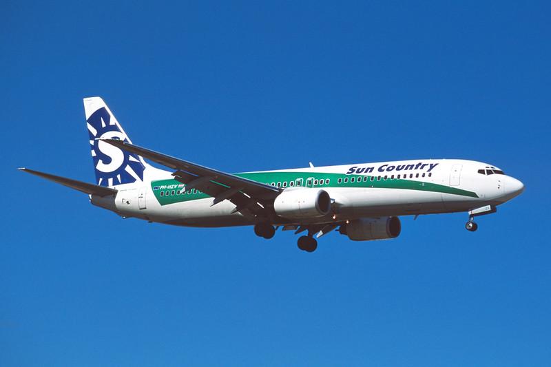 """PH-HZV Boeing 737-8K2 c/n 30650 Las Vegas/KLAS/LAS 11-03-04 """"Sun Country"""" (35mm slide)"""