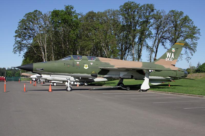 62-4432 (WA) Republic F-105G Thunderchief c/n F-21 McMinnville/KMMV 09-05-09