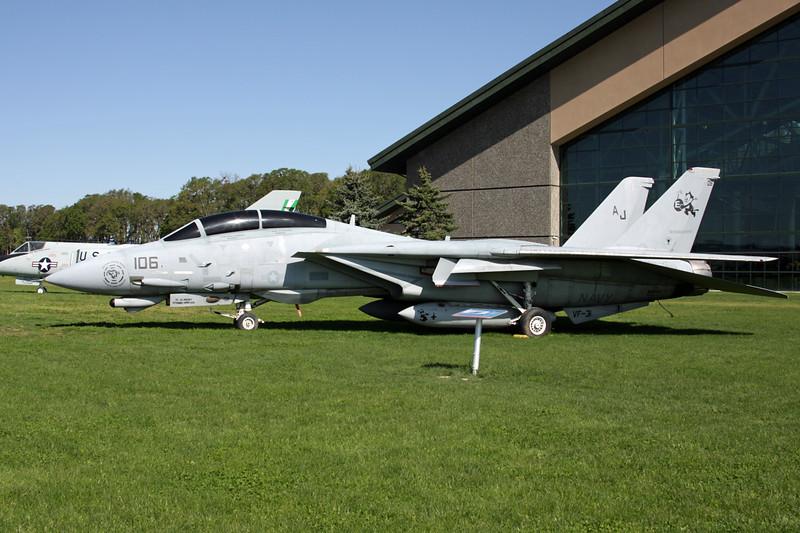 164343 (AJ-106) Grumman F-14D Tomcat c/n 618 McMinnville/KMMV 09-05-09