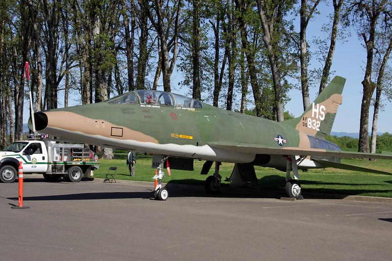56-3832 (HS) North American QF-100F Super Sabre c/n 243-108 McMinnville/KMMV 09-05-09