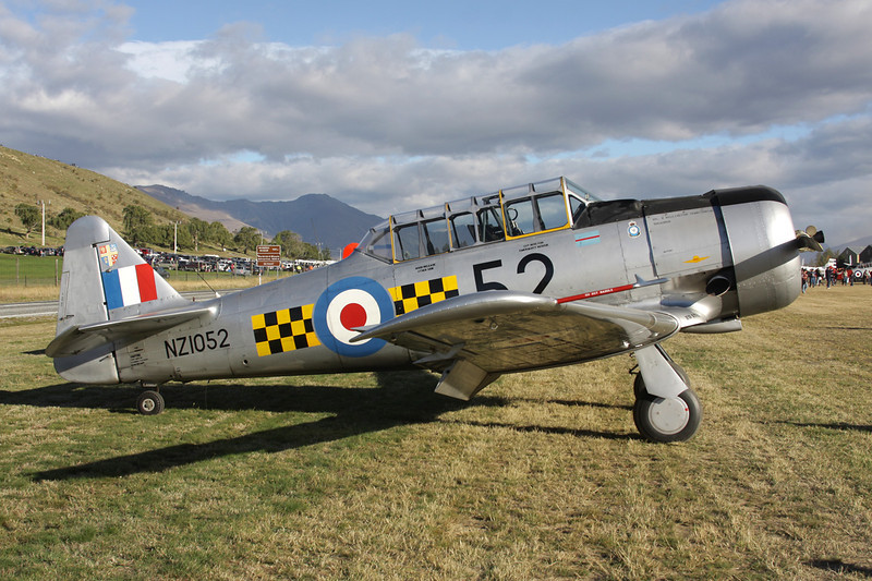 ZK-MJN (NZ1052/52) North American AT-6C Harvard IIa c/n 88-13909 Wanaka/NZWF/WKA 08-04-12