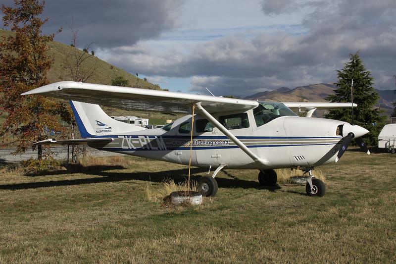 ZK-RLM Cessna U.206F Stationair c/n U206-01752 Wanaka/NZWF/WKA 08-04-12