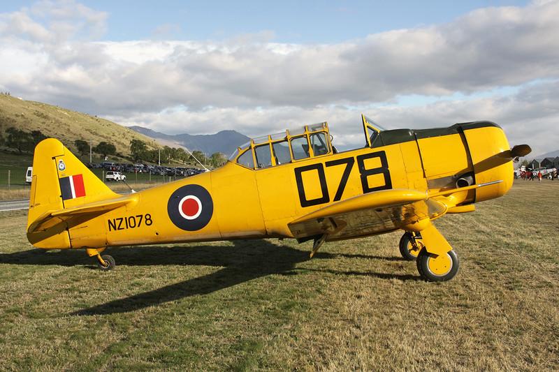ZK-ENG (NZ1078/078) North American AT-6D Harvard III c/n 88-15873 Wanaka/NZWF/WKA 08-04-12