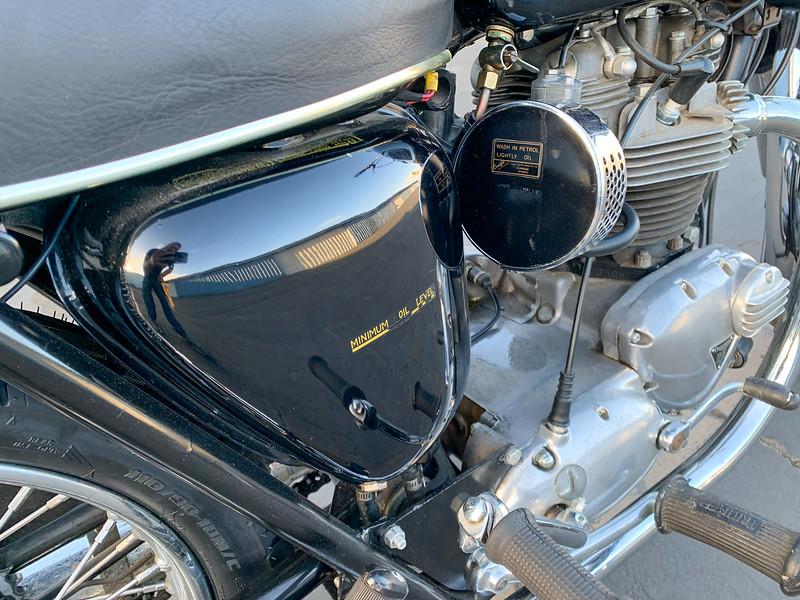 Triumph Bonneville -  (3)