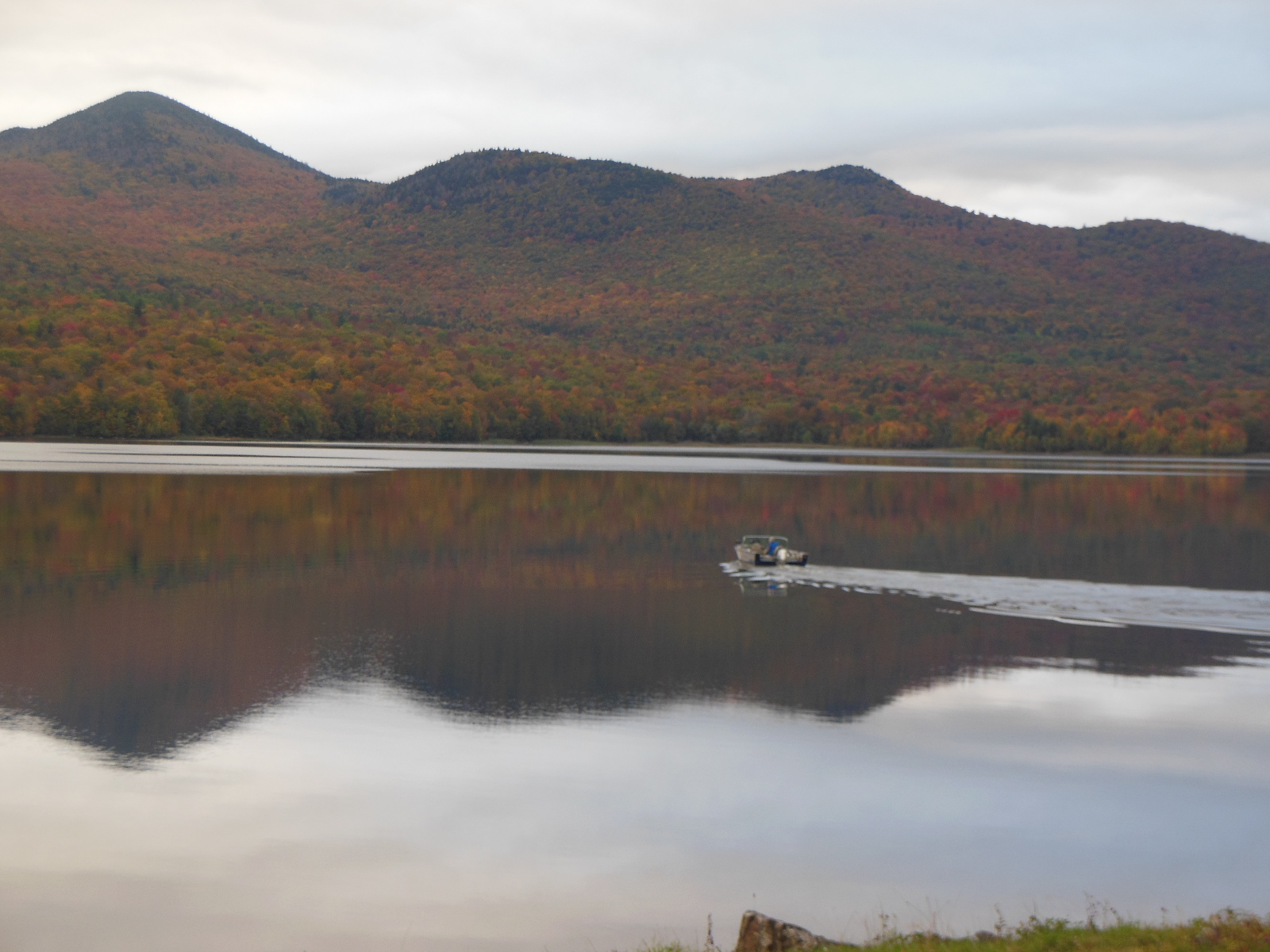 Boat crossing the reservoir