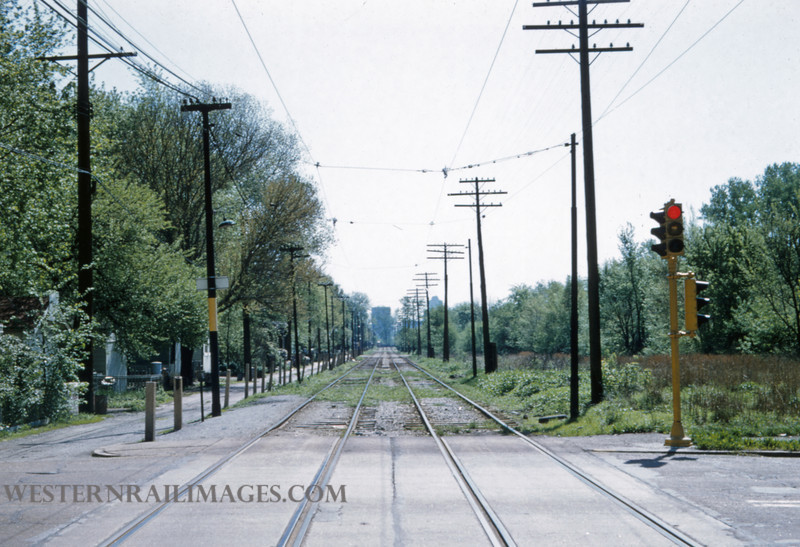 PSCO 201 - Apr 30 1957 - looking E on University line from Des Peres Ave - St Louis MO