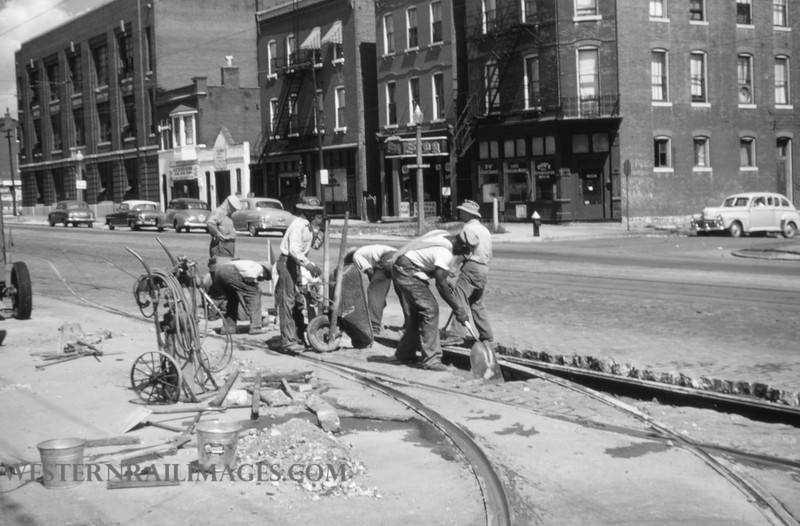 PSCO 22 - Sep 18 1954 - gang working at S Broadway Division - St Louis MO