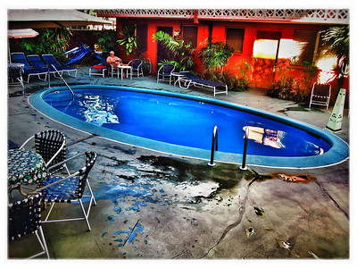 #4114: Waikiki Hotel Pool