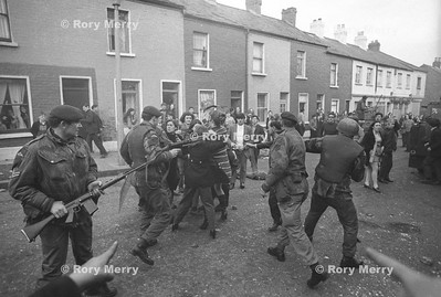Northern Ireland Riots Snatch squad in action.