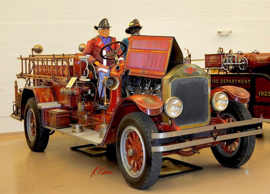Fire truck/apparatus: American LaFrance pumper fire truck. Michigan Firehouse Museum, Ypsilanti, Michigan, August 2006.