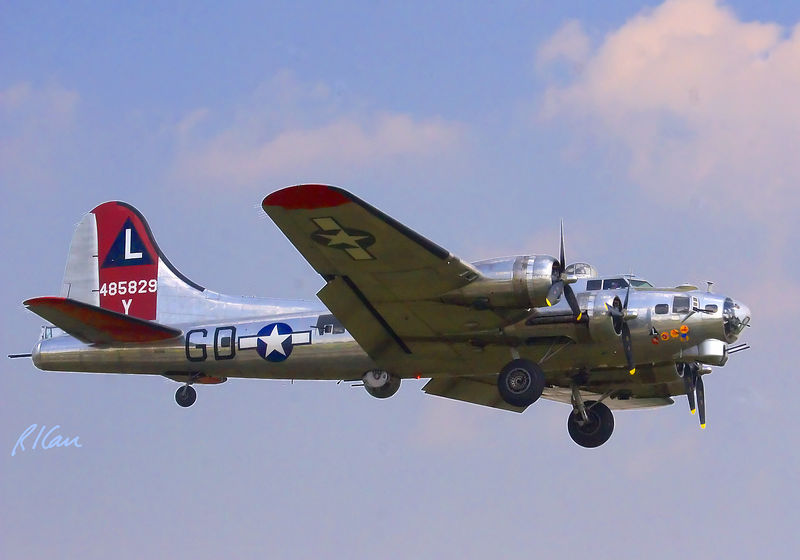 Military aircraft: The B-17 Yankee Lady Flying Fortress is the flagship B-17 of the Yankee Air Force and the hostess for this unique gathering of her sisters from across America. Thunder Over Michigan, Yankee Air Force, Willow Run Airport, Ypsilanti, Michigan, August 2005.