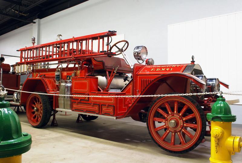 Ahrens Fox 1924 Type 40 Chemical Car 01