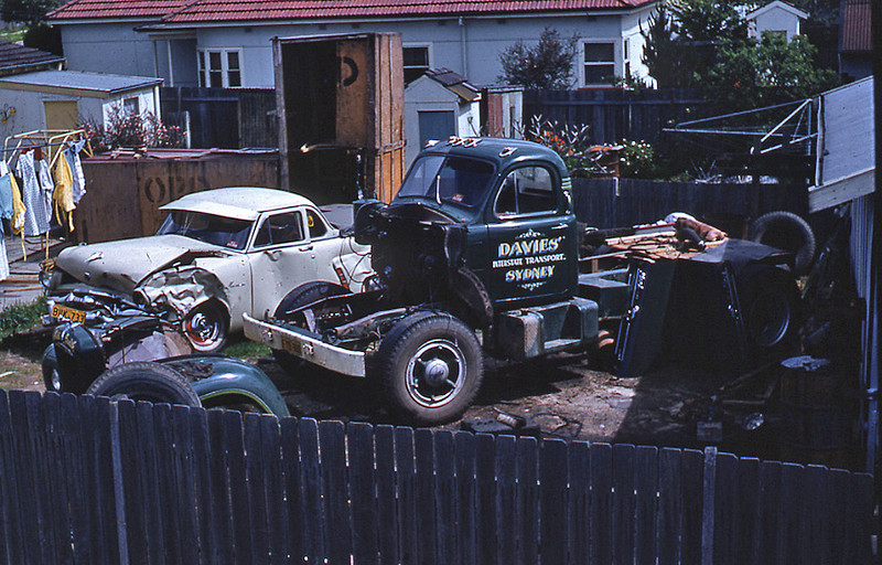 The B model having the engine rebuilt. Harold Davies bought it second hand from a Sydney dealer. It was bought new by a carrier in Harden. Davies later sold it to P.A. (Paddy) Best.