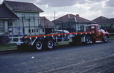 International R190 – Owner was Harold Davies Interstate Transport of Granville NSW. Trailer was a 35' Freighter. Carl Thomson was the driver. Had the 372 red diamond petrol engine. Regular run was Wollongong to Adelaide carrying foundry coke and return to Sydney was usually with bagged salt on the bottom and caravans on top.
