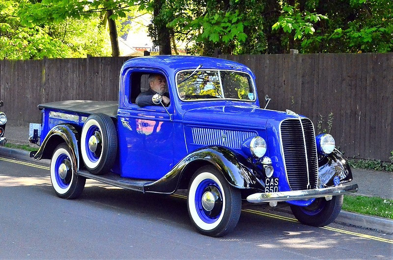 FORD  FORDSON  THAMES COMMERCIALS  VINTAGE AND CLASSIC VEHICLES