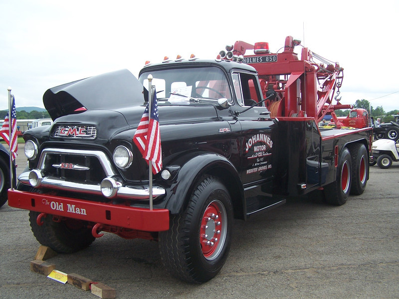 GMC with Holmes 850 powered by a Pontiac V-8