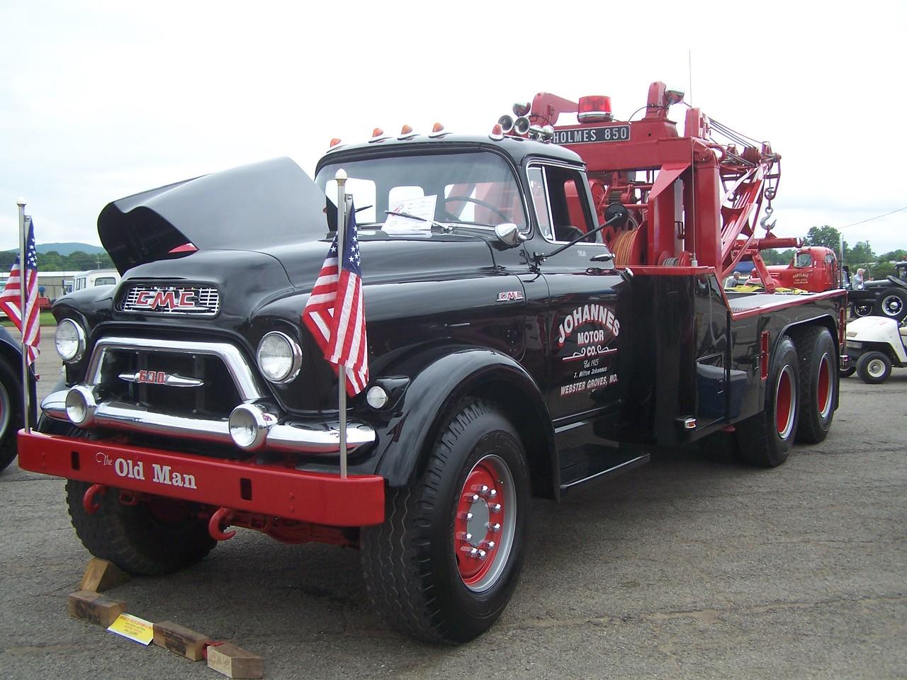 GMC with Holmes 850 powered by a Pontiac V-8