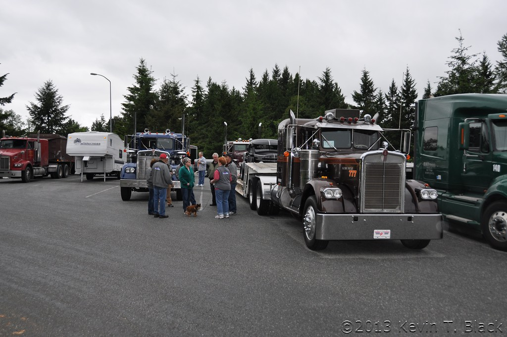 Group forming up to convoy at Smokey Point.