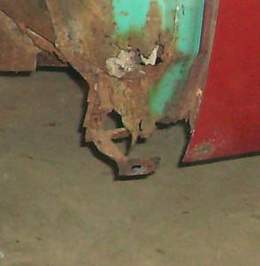 Lower fender mount
