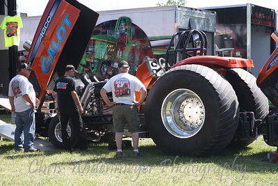 TRUCK & TRACTOR PULLING 2013