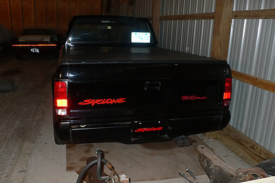The Syclone decals are also dark and free from fading or ware. I looked in the back and the bed has virtually no scratches. The bed was only rated for a 500 lb capacity... but who would want to put anything in the back? The tonneau cover is in perfect condition.