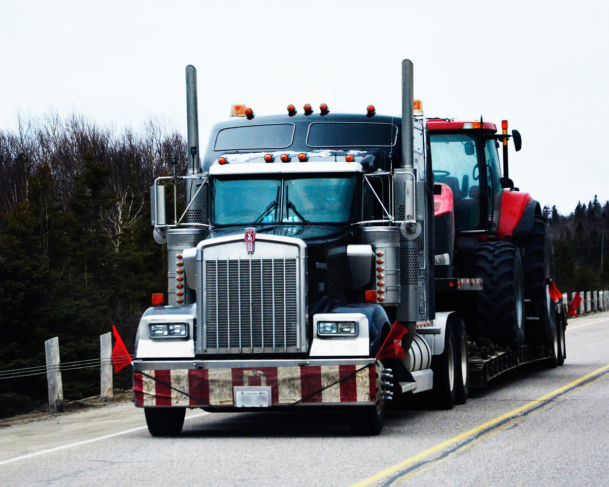 Trucking Tractor In Canada