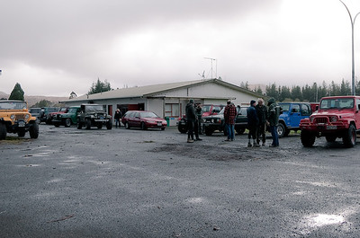 October 20th'12. The start of Day 1 of the Jeep Jamboree 2012. We all gathered at 0730 at the army rugby club for morning drivers briefing and the days plan. 20 or so shiny Jeeps from all over the country stood ready to tackle the weekends mud!