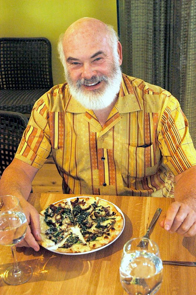 Dr. Weil about to enjoy a favorite - the Roasted Garlic, Wild Mushroom & Tuscan Kale pizza.