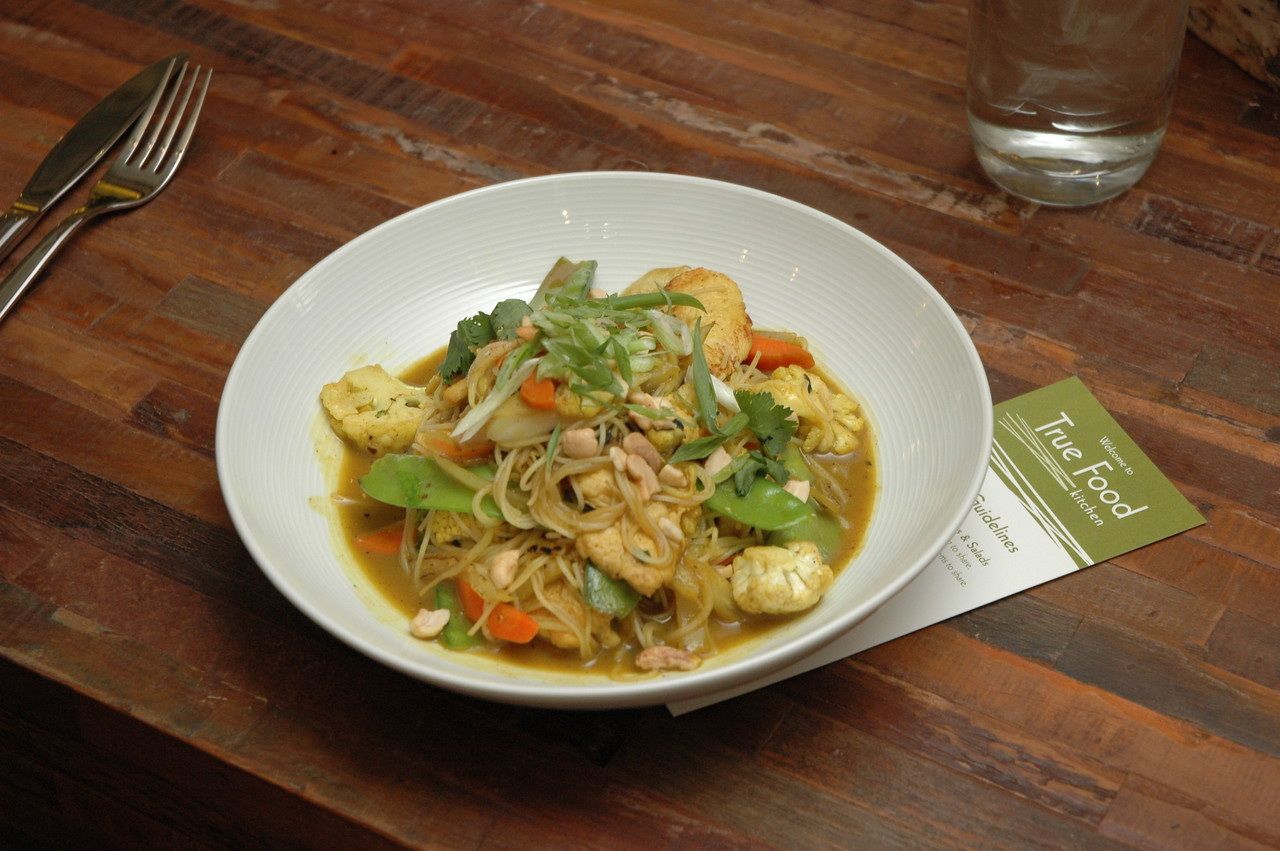 Asian-Inspired Chicken Curry with Rice Noodles, Cauliflower & Cashews.