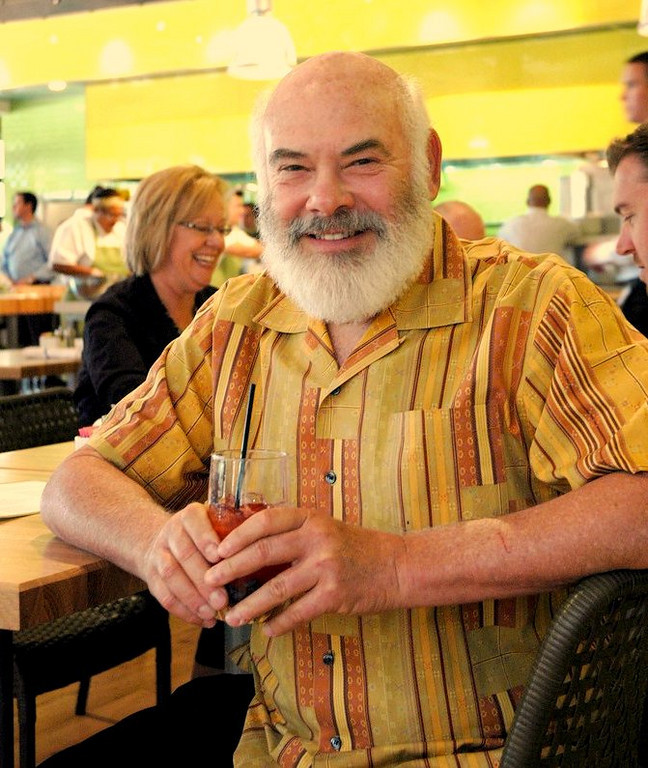 Dr. Weil enjoys an antioxidant-rich fruit drink at the soft-open lunch on Oct. 23, 2008.
