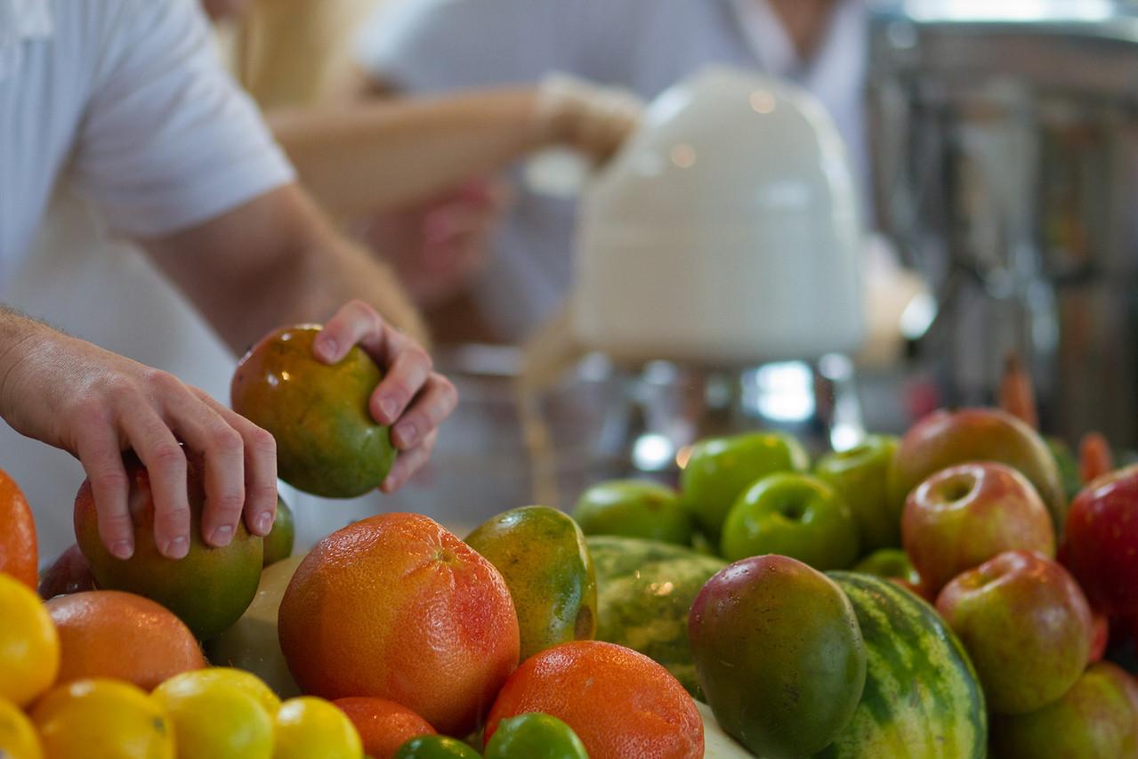 Juice bar produce: Mangoes, lemons, grapefruits, apples, watermelons...