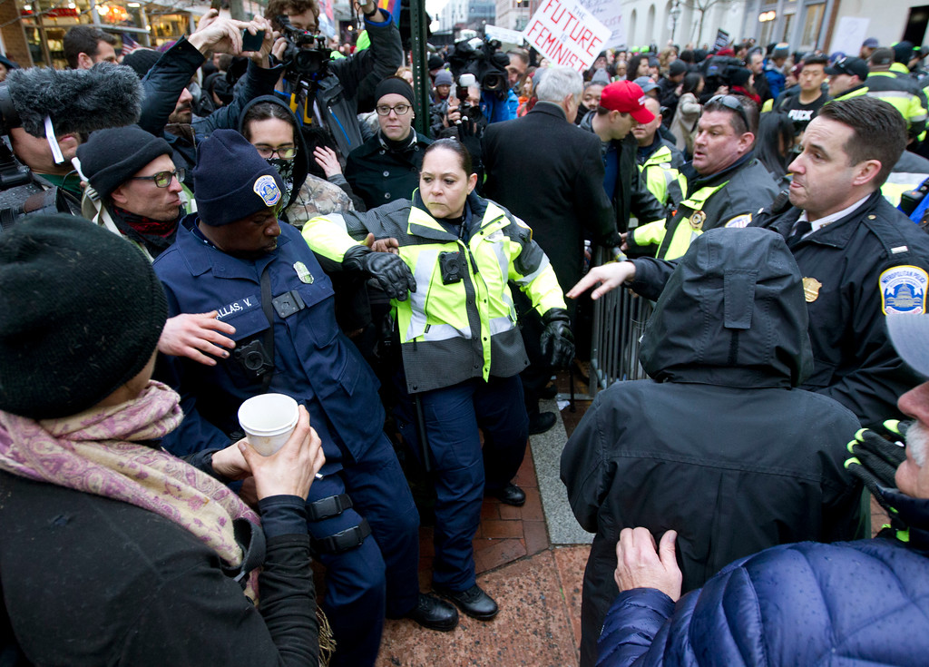 . Police push back demonstrators attempting to block people entering a security checkpoint, Friday, Jan. 20, 2017, ahead of President-elect Donald Trump\'s inauguration in Washington. ( AP Photo/Jose Luis Magana)